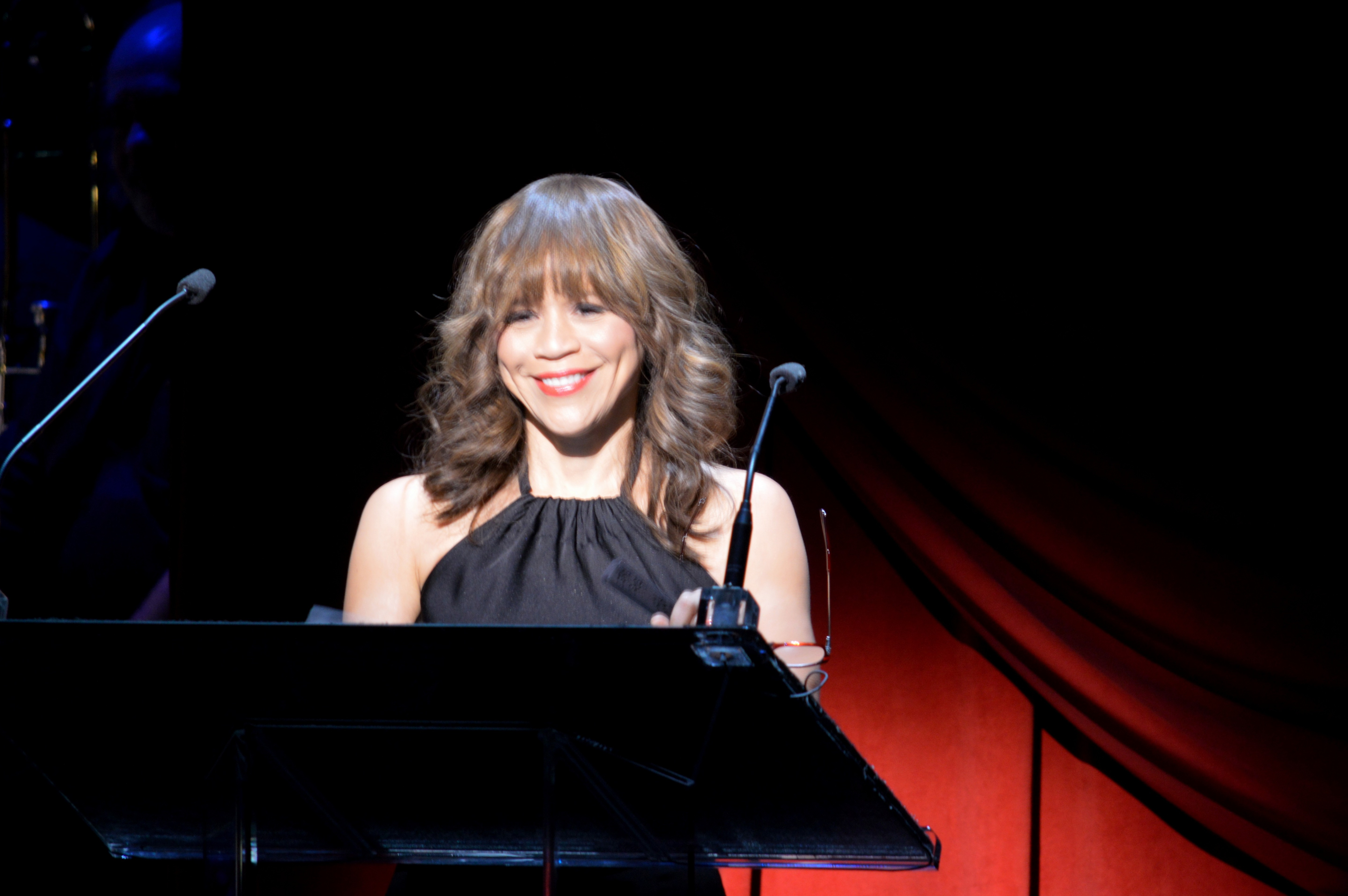 Rosie-Perez-On-Stage